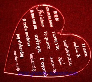 Lot de 6 dessous de verre en plexiglas transparent en forme de coeur :
