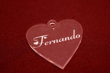 Porte clef gravé en plexiglas pour mariage en forme de coeur
