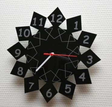Horloge originale en plexiglas - gravée et personnalisée