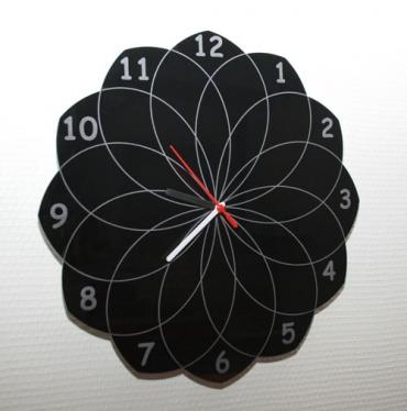 Horloge originale en plexiglas - gravée et personnalisée - rosace