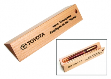 écrin triangle  en bois de hêtre pour 1 stylo  : gravé et personnalisé