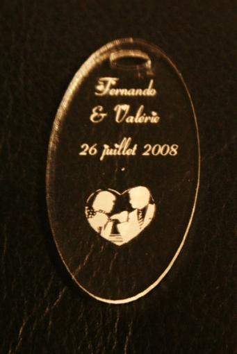 porte clé ovale, gravé et personnalisé pour mariage