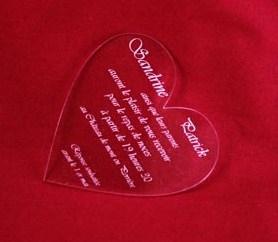 faire-part original gravé et personnalisé coeur en plexiglas