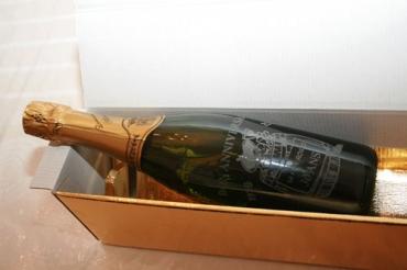 bouteille de Champagne gravée et personnalisée avec son emballage cadeau