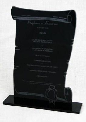 menu parchemin gravé et découpé en plexiglas de couleur