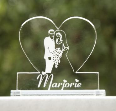 marque place personnalisé pour mariage : coeur image mariés 1