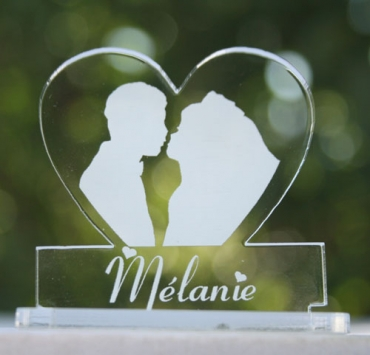 marque place personnalise pour mariage : coeur image maries 2