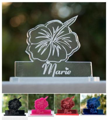 marque place gravé et personnalisé : hibiscus
