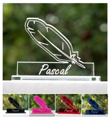 Marque place personnalisé et gravé pour votre mariage : plume