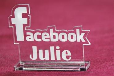 marque place gravé et personnalisé : facebook