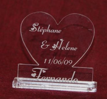 marque place personnalisé pour mariage : coeur et prénoms 1